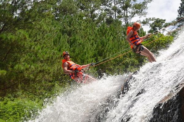 Vượt thác đầy thử thách mạo hiểm