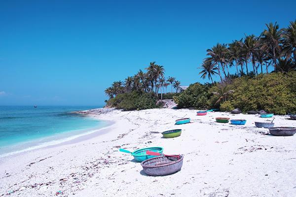 Bãi biển Sa Huỳnh hoang sơ xanh ngát