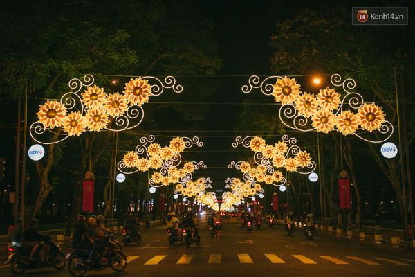 Đường phố Sài Gòn ngày Tết