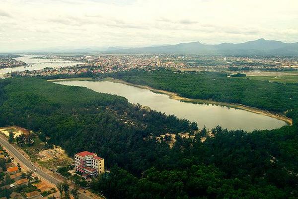 Hình ảnh bình yên của Hồ Bàu Tró