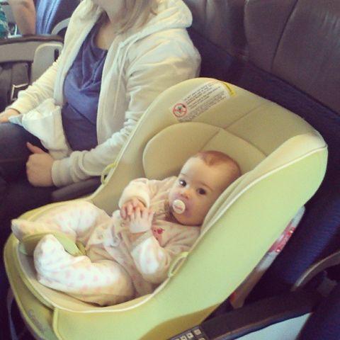 Giá vé trẻ em đi máy bay Vietnam Airlines